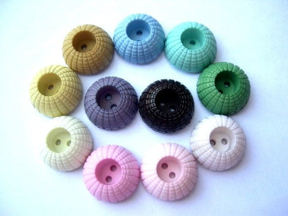 11 Vintage plastic buttons, 11 colors, 18mm, 8mm height