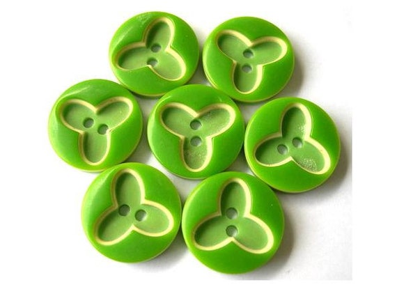 6 Vintage buttons, flowers, 2 shades of green with cream in 3 layers ,button jewel, 20mm