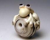 Albino Frog Bead