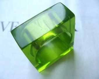 Green resin ring / Minimal resin ring / Size 8.5