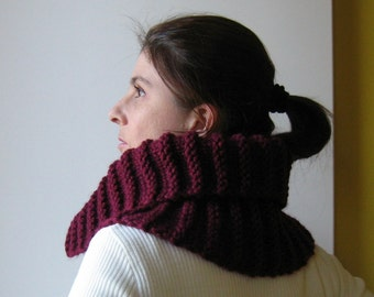 Cowl with Zip Knitted in Burgundy Soft Wool