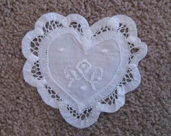 White Heart Doily - 6 pieces