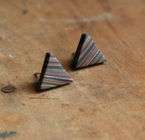 Triangle post earrings in Saturn