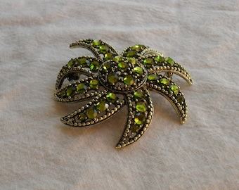 Beautiful vintage signed Weiss chartreuse green starburst brooch