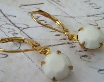 Estate Earrings, Retro Earrings, White Glass Earrings, Vintage Rhinestone Earrings, Milk Glass Earrings, Lever Back Earrings