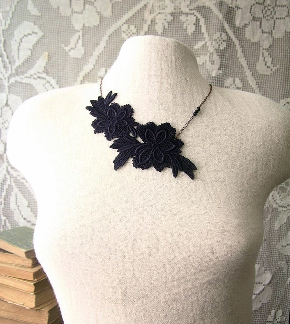 grey garden lace necklace (black)