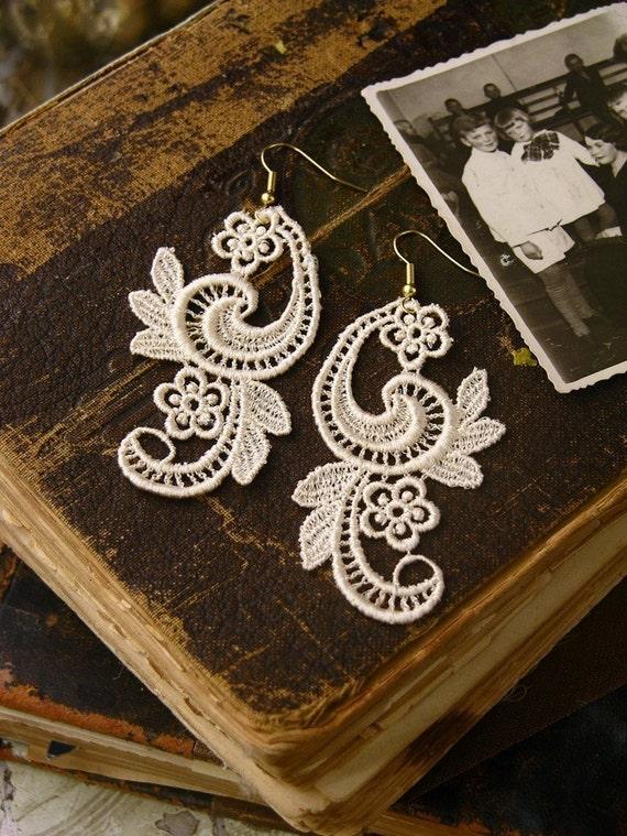 tristan lace earrings