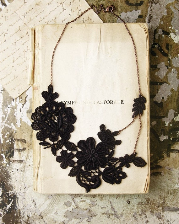 teatime in the garden lace necklace (black)