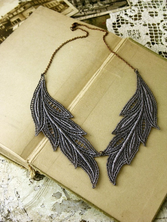muse  lace necklace