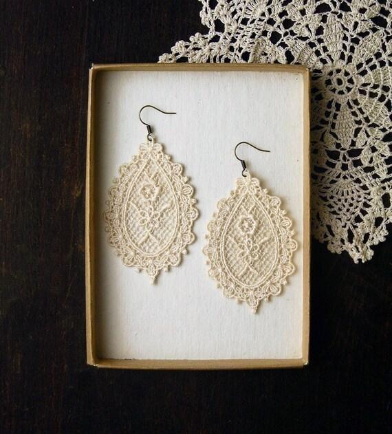 lace earrings -VIOLA- (ivory)