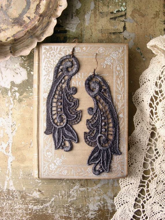 lace earrings -CALLISTA- grey