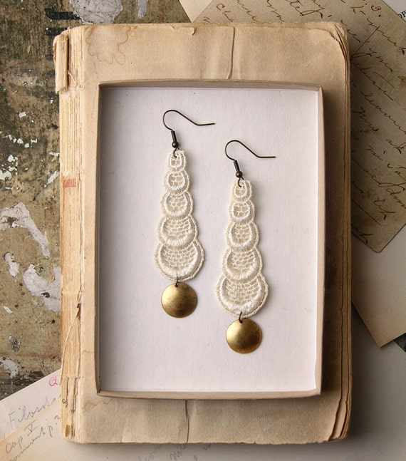 lace earrings -STACKED CIRCLES- ivory