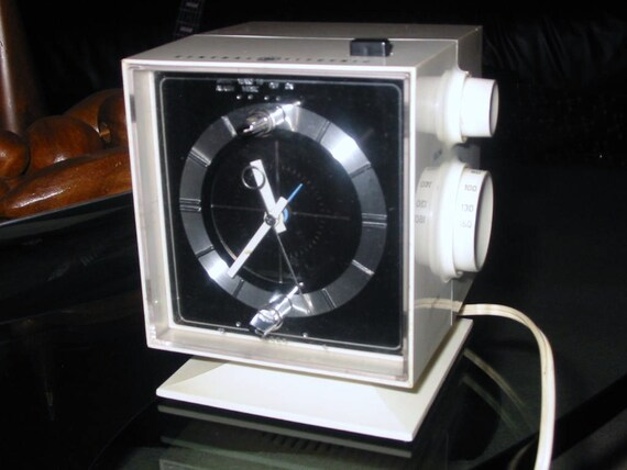 SALE....Vintage MOD 60s Space Age Pedestal Alarm Clock Radio by General Electric Eames Panton Era