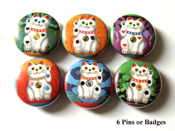 Lucky Cat Maneki Neko 1 inch Button Pins Badges Kitty Fortune waving magnets fortune stocking stuffers party favors geekery gift pin back