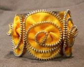 YELLOW TRIPPLE Zipper Flower Bangle Bracelet