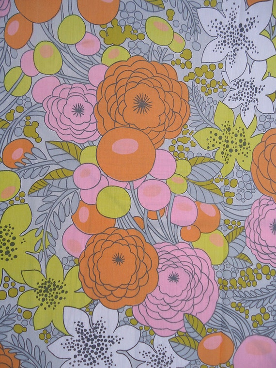 4 yards vintage fabric - groovy pop art mod floral retro fabric - 60s psychedelic flower power