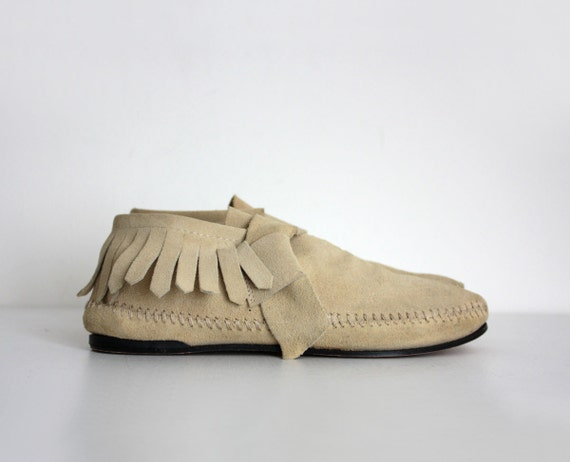 Moccasin Boots 1980s Tan Leather Fringe Trim Ankle Boots Sz 7 1/2 7.5