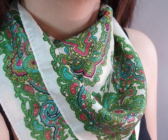 SALE 70s vintage pretty paisley scarf