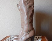 vintage 1970s TAUPE chevron knee high city boots 7.5