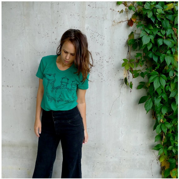 SALE - womens tshirt - xl - green - industrial camel graphic hand-printed on American Apparel emerald green - THE DESERTER