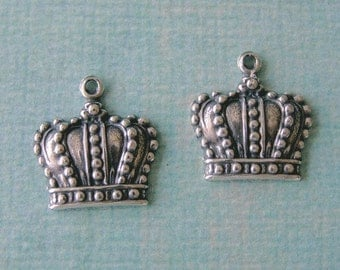 2 Silver Crown Charms 661