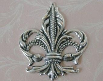 Large Silver Fleur de Lis Embellishment 592