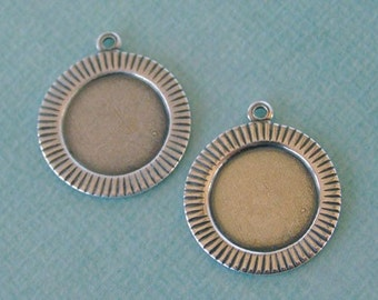 2 Round Silver Frame Charms 1053