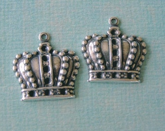 2 Silver Crown Charms 663