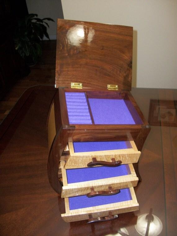 the walnut curvy jewelry box