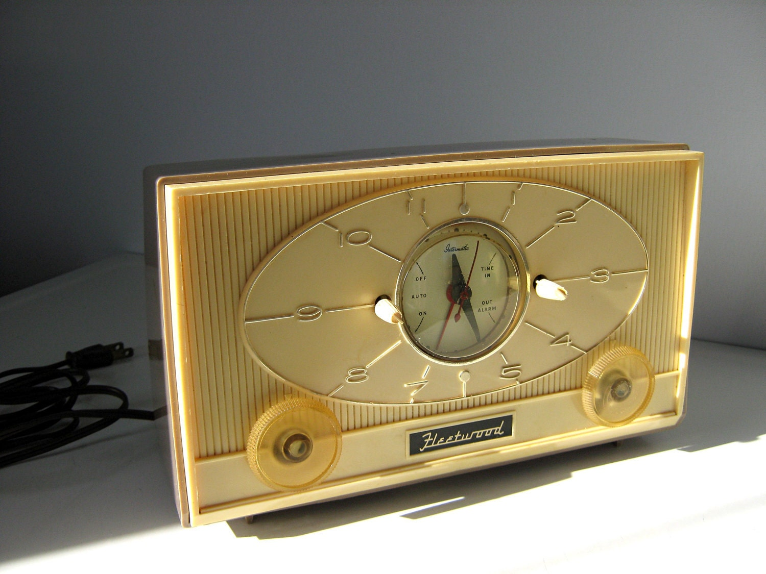 Vintage Clock Radio 1950s Fleetwood