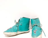size 8.5 TURQUOISE blue leather 60s 70s HANDMADE beaded MOCCASINS