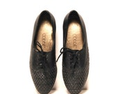 size 7.5 OXFORD woven black leather 80s LACE UP loafers