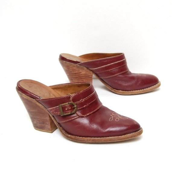 size 6.5 SOUTHWEST maroon leather 70s BUCKLE CLOGS slip on heels