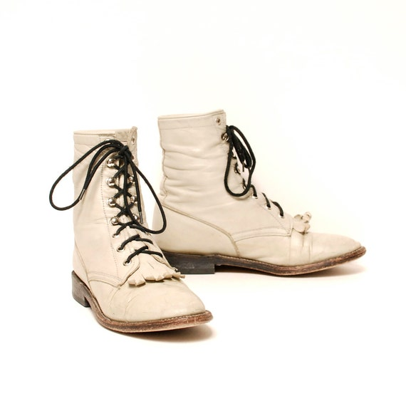 size 8.5 FRINGE cream white leather 70s 80s LACEUP western ankle boots