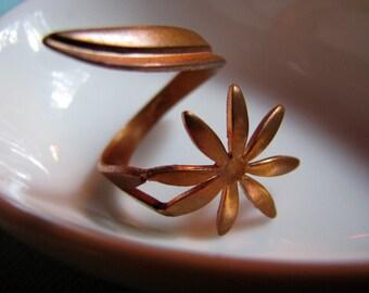 Vintage wraparound flower ring