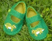 Dinosaur  Baby Shoes / Boys Felt Booties / New Baby / Baby Clothes
