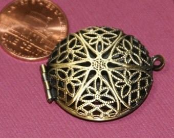 5 pcs of antiqued brass filigree Locket Charm Pendant 27x32mm