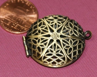 30 pcs of antiqued brass filigree Locket Charm Pendant 27x32mm