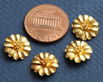 4 pcs of gold plated flower 11mm - no hole