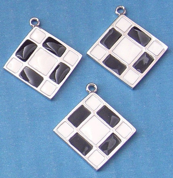 2 pcs of Silver-plated and epoxy diamond Pendant black and white checker- 32x29mm