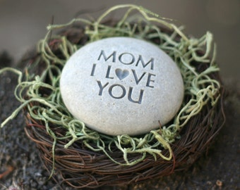 MOM I love you -  The Pebble Nest (TM) by sjEngraving - Ready To Ship