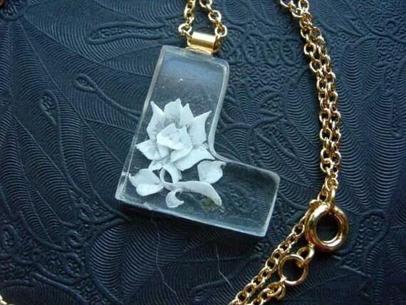 Vintage acrylic plastic letter necklace featuring the letter l for Acrylic letter necklace