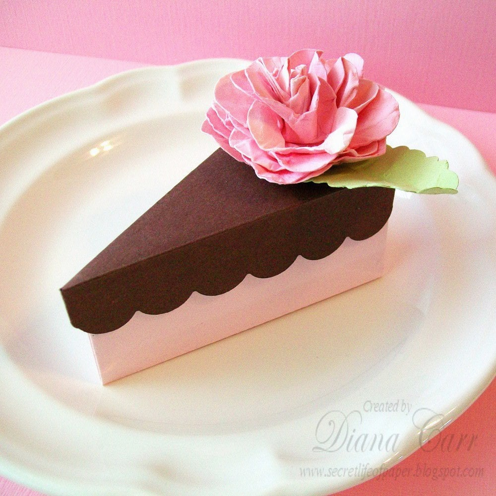 a slice of cake party favor box pink and chocolate. Black Bedroom Furniture Sets. Home Design Ideas