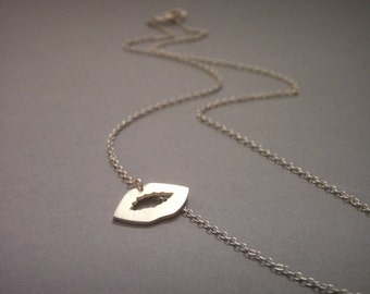 Silver Kiss Necklace