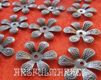 Antique Silver Darling Daisy Bead Caps...30, flower, stamping