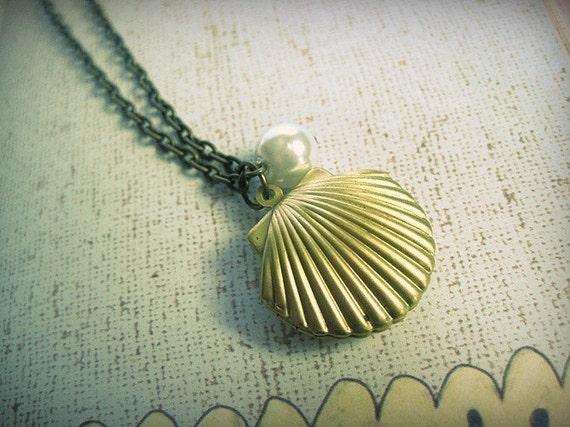 Memories Under the Sea Pearl Locket Necklace
