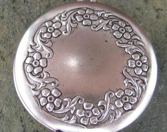 Round Locket Pendant  with wreath design Antique Silver 1193 - 1 pcs