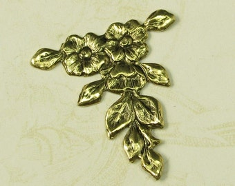 6 Antique Gold Vintage Style Flower Metal Stamping Finding 561