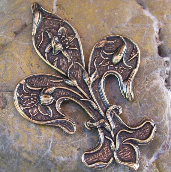 fleur de lis large metal stamping embellishment brass ox 1062. Black Bedroom Furniture Sets. Home Design Ideas