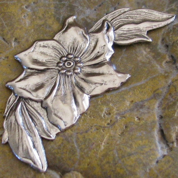 6 Antiqued Silver Poinsettia Metal Stamping Jewelry Findings 255